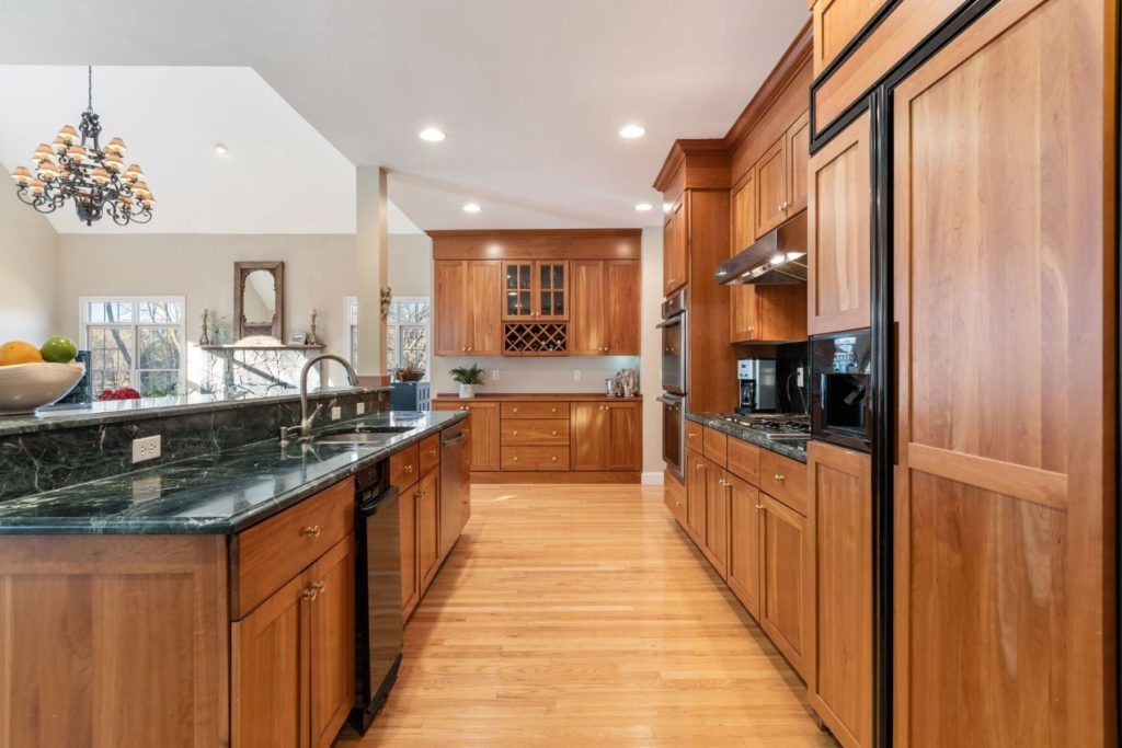 Beautiful kitchens that look as good as they cook Warm kitchen