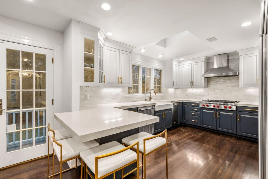 Beautiful kitchens that look as good as they cook Suburban kitchen