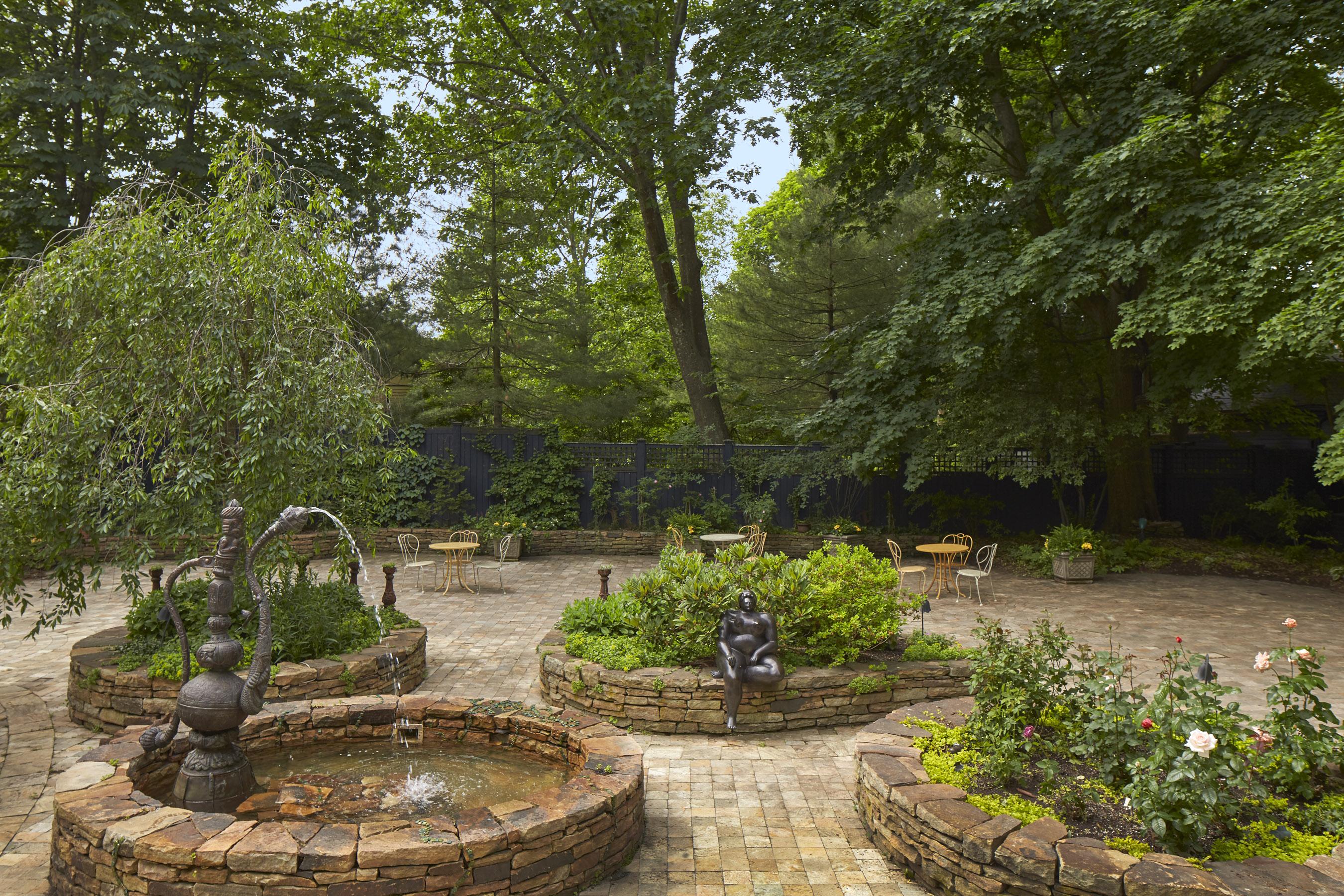 168_brattle_st_courtyard1
