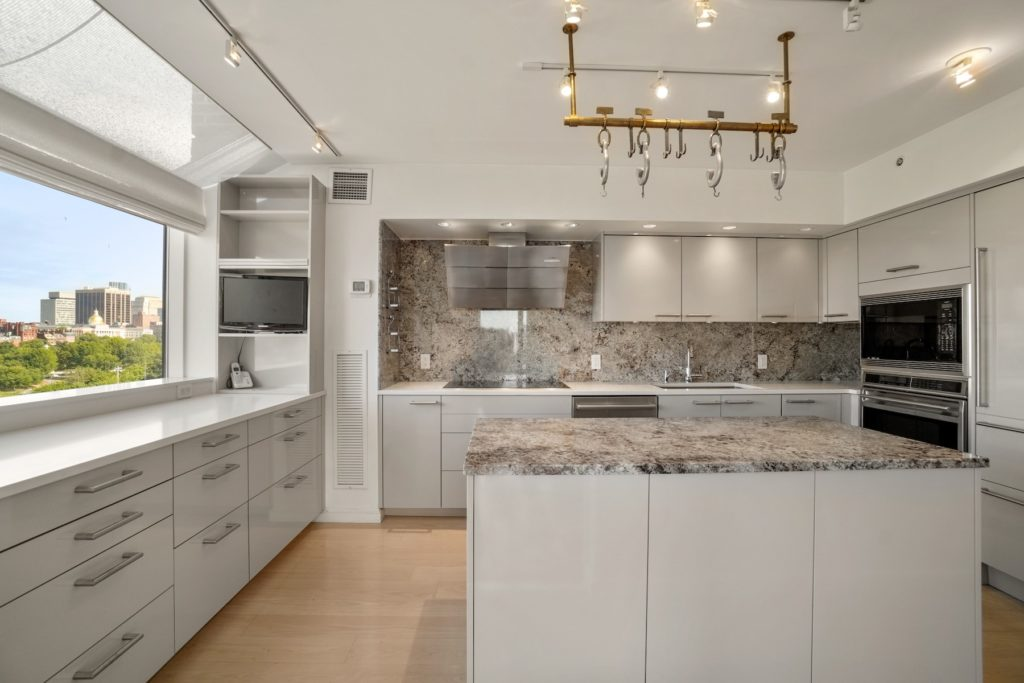 Beautiful kitchens that look as good as they cook Kitchen with city view
