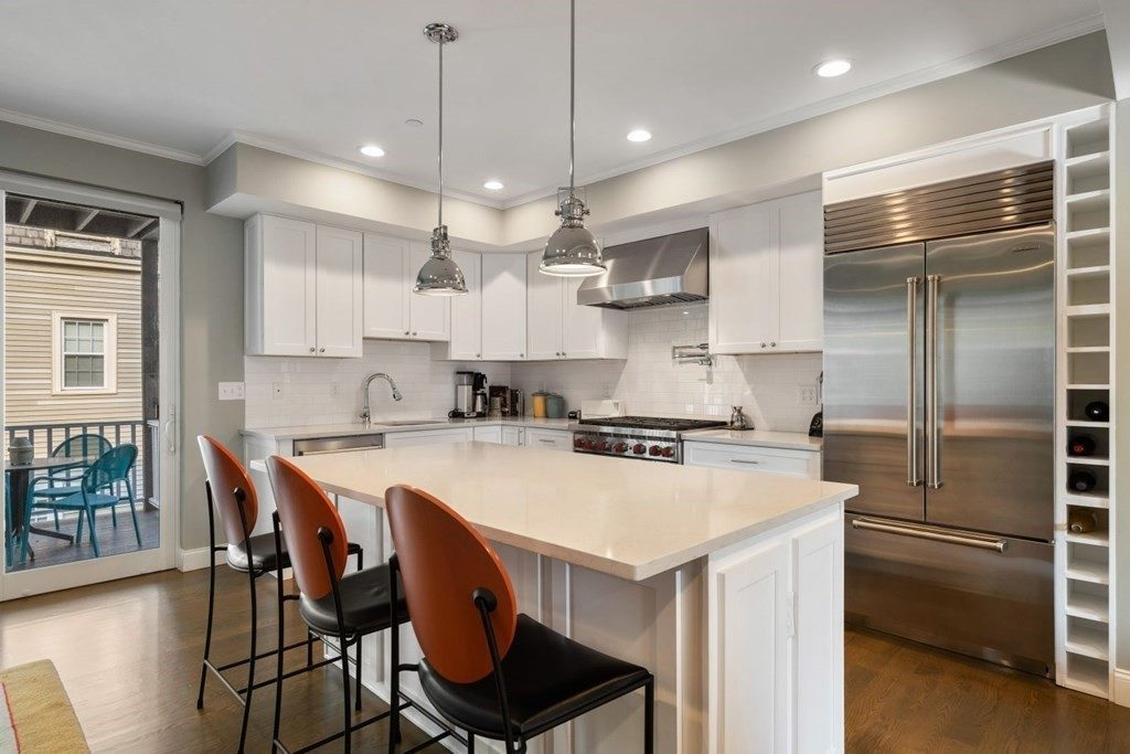 Beautiful kitchens that look as good as they cook Kitchen with island