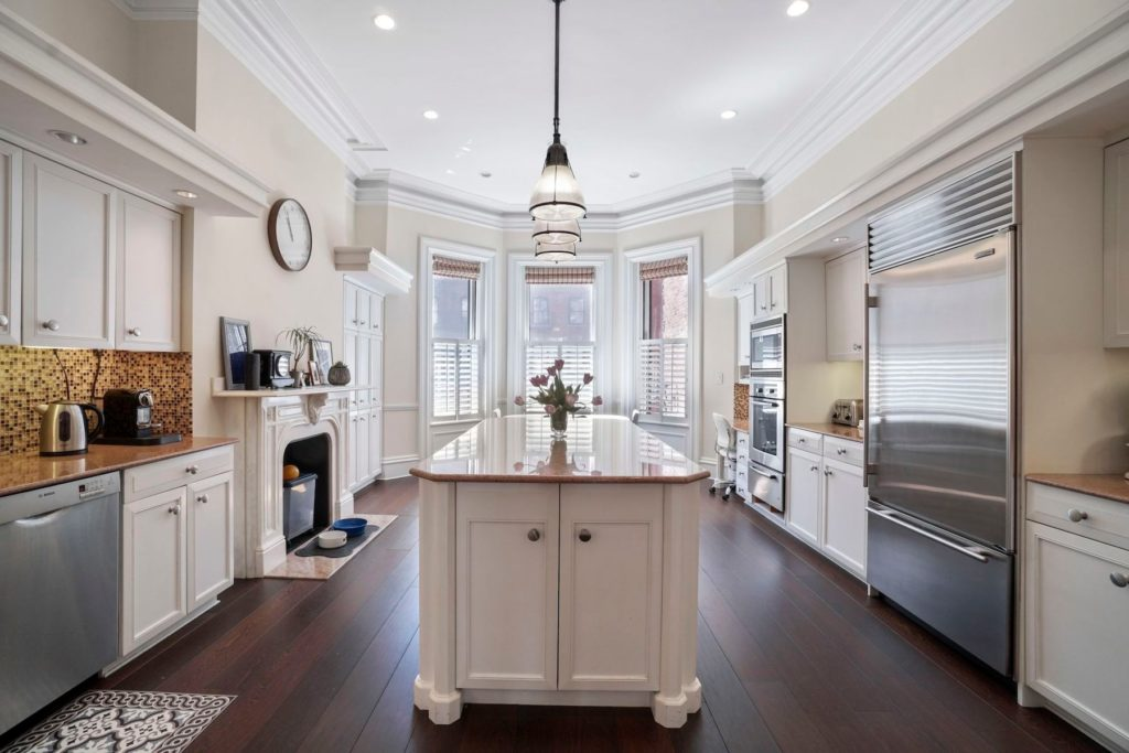 Beautiful kitchens that look as good as they cook Sleek kitchen