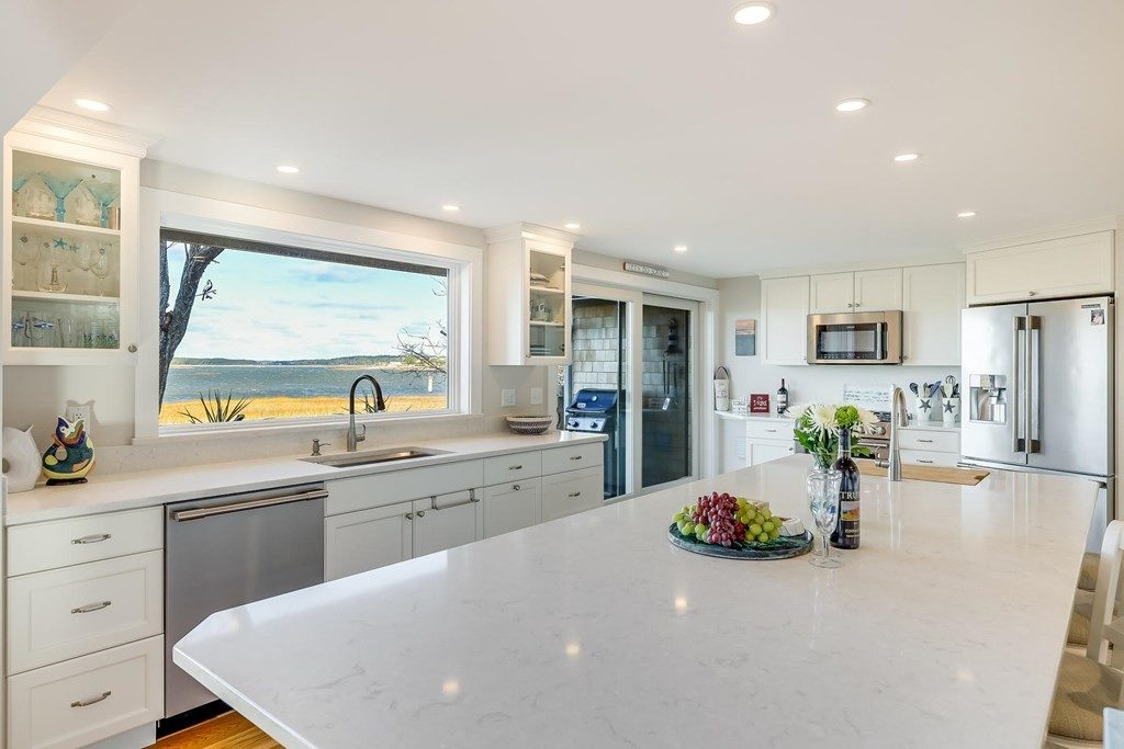 Beautiful kitchens that look as good as they cook Kitchen with water views