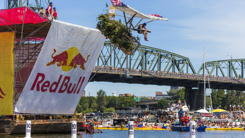 Soarin' Sasquatch compete at Red Bull Flugtag, at Tom McCall Waterfront Park in Portland, OR, USA on 1 August, 2015. // Marv Watson/Red Bull Content Pool // P-20150802-00105 // Usage for editorial use only // Please go to www.redbullcontentpool.com for further information. //