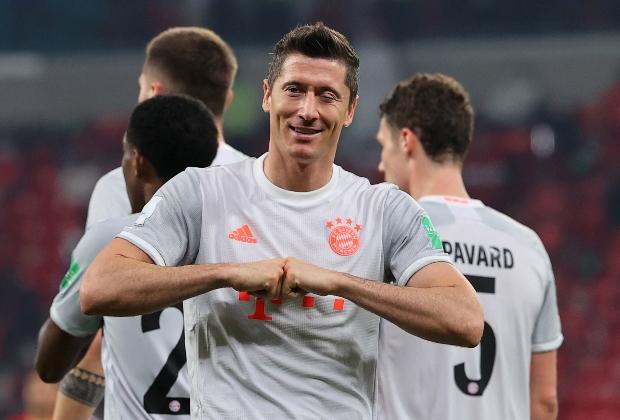 Lewandowski celebrando doblete en la victoria de Bayern / Foto AFP