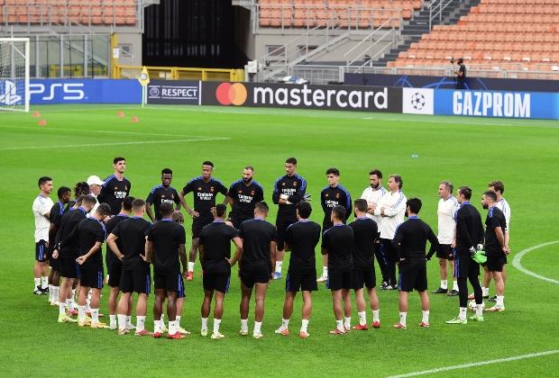 Real Madrid en una charla previa a juego de Champions / Foto AFP