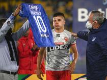 Alberto Gamero le entregó la camiseta a Mateo Ramírez, hijo de Jhon Mario. / Foto: VizzorImage - Samuel Norato