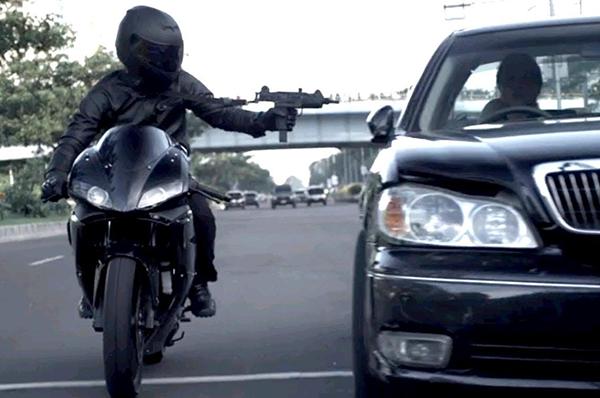 Raid  S Car Chase Fight