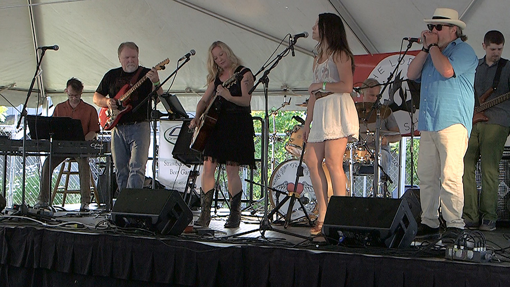 Allison_Shirk_Band_Beer_Garden_Straw-Fest_0042