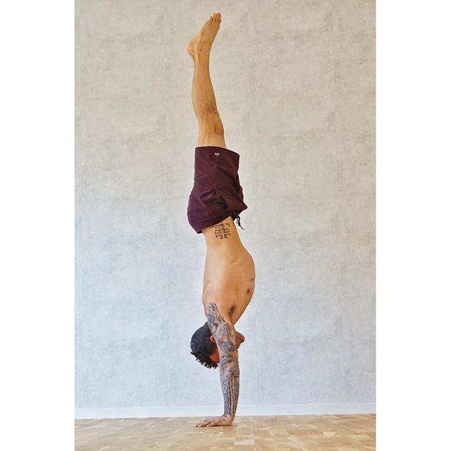 Straightline Handstand, keeping myself accountable