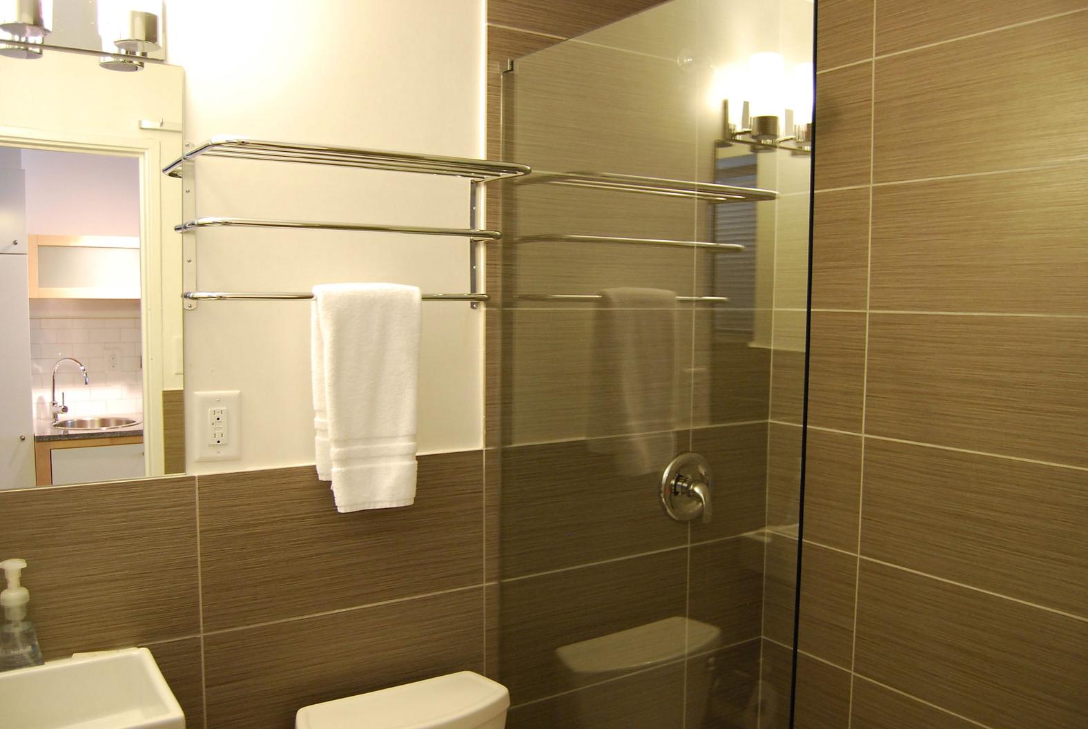 47 25th Street NW 13A , Atlanta, Georgia, 30309 Bathroom 866-500-4576