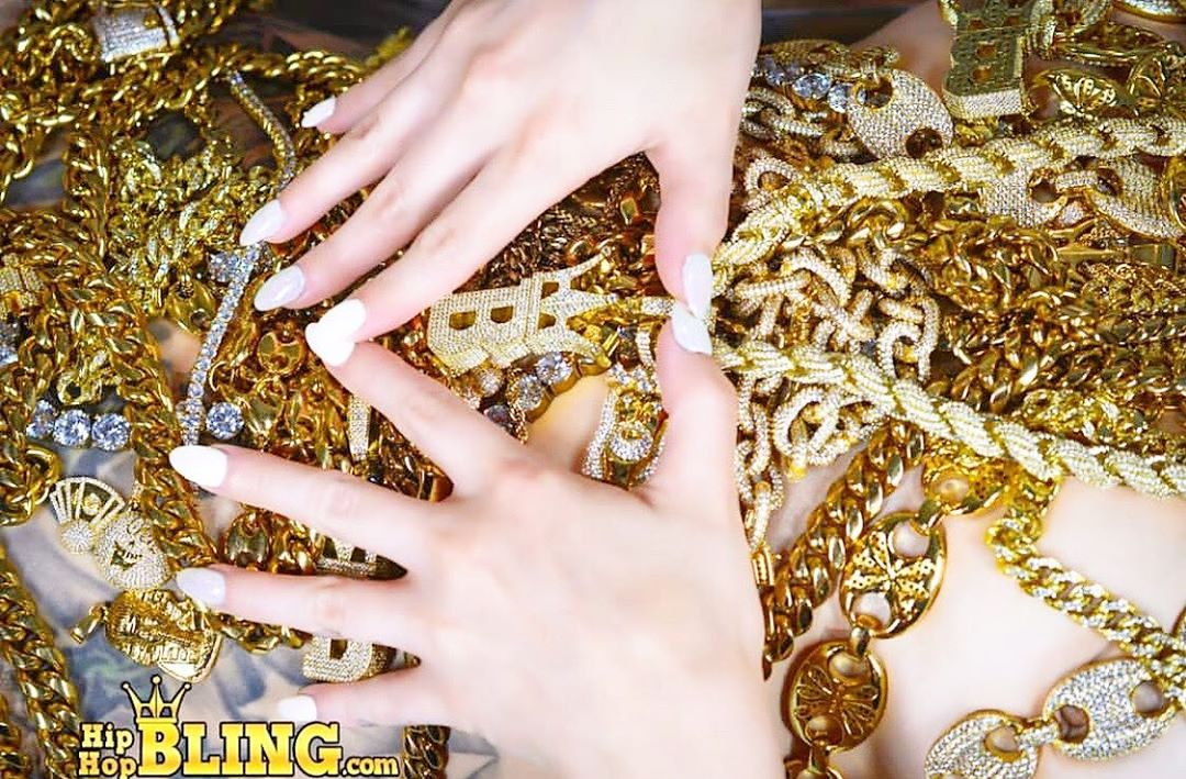 Gold chains and gold hip hop jewelry from Hip Hop Bling