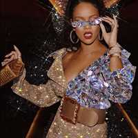 So much sauce, Rihanna's killing it with that jewelry! Hip Hop Bling hip hop jewelry