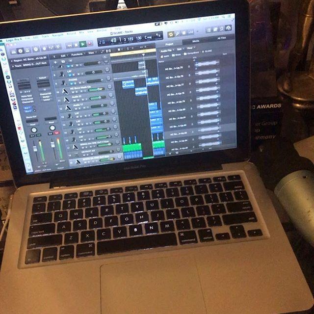 Session progress, making those beats - Layzie Bone