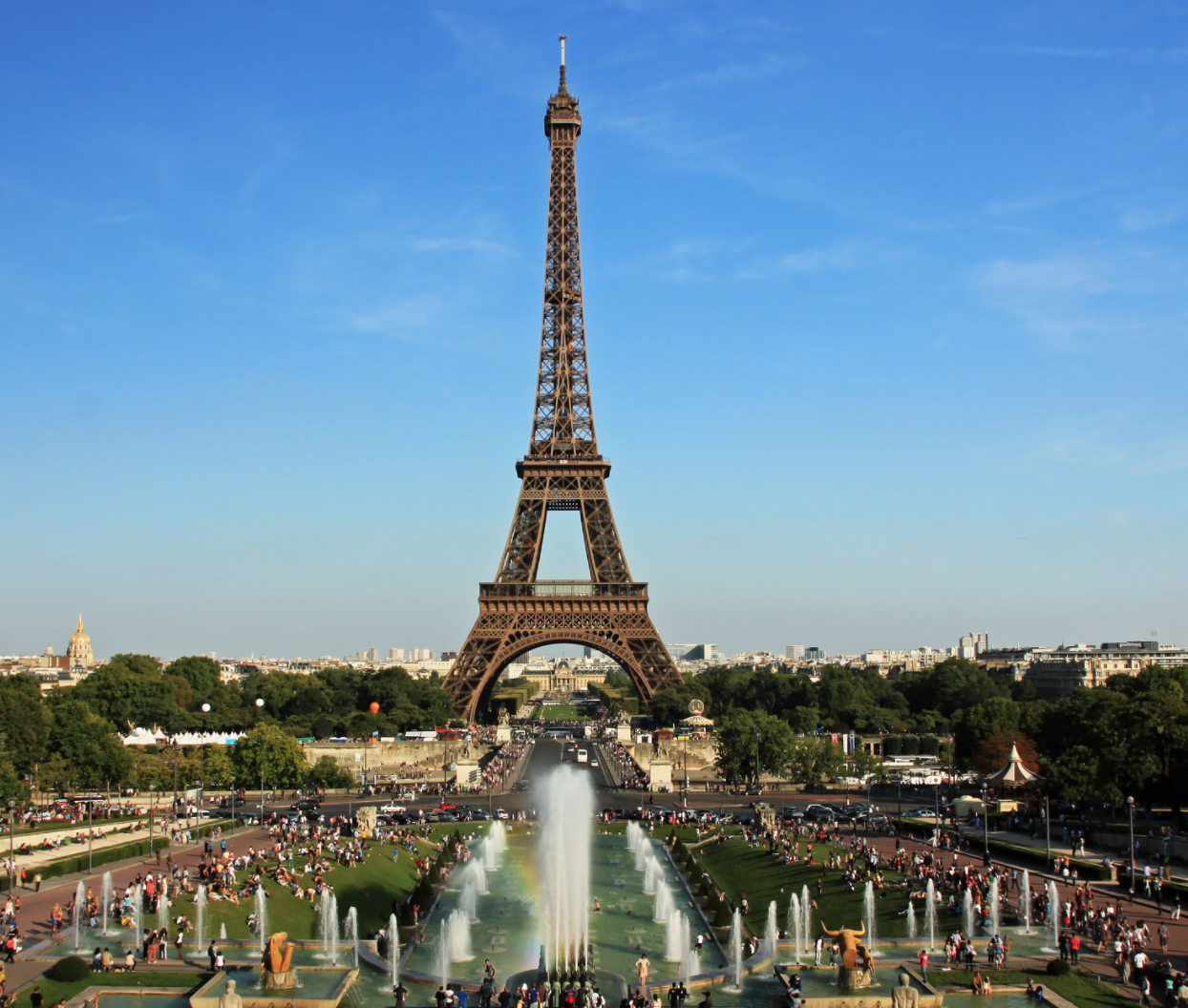 Young French Man Pulls Knife At Eiffel Tower Security Photo: NonOmnisMoriar, WikiCommons, No Change