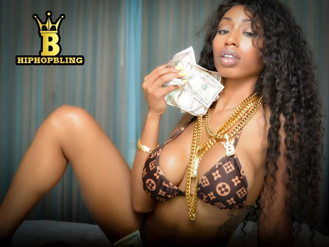 Gold chains on stacks on stacks, Hiphopbling.com is still open and slinging custom jewelry