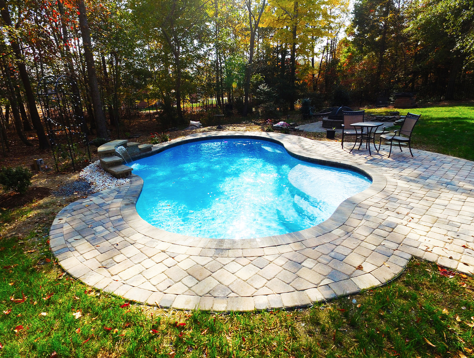 Fiberglass Swimming Pools Vs Concrete Swimming Pools Which