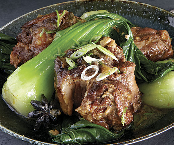Chinese style braised oxtails with baby bok choy recipe finecooking luca trovato forumfinder Gallery