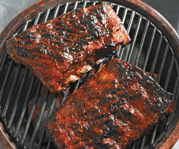Grille Spareribs På Gasgrill : Grilled spareribs with maple chipotle glaze recipe finecooking