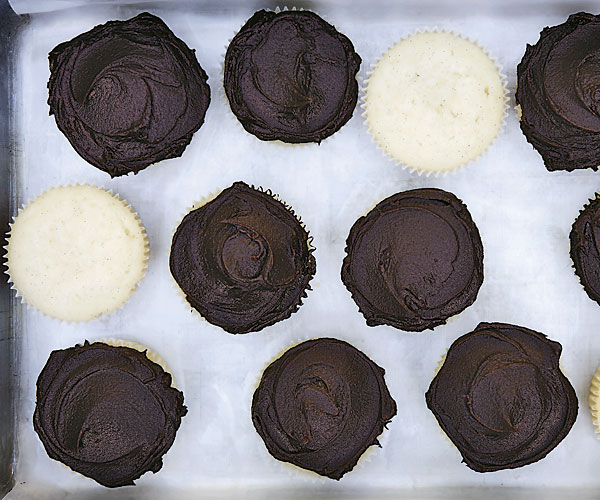 Vanilla Bean–Mayonnaise Cupcakes with Chocolate Icing