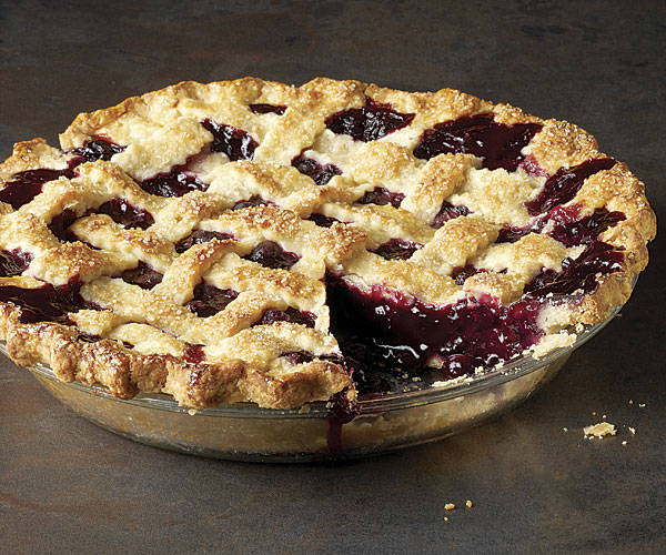 Classic Lattice Crust Blueberry Pie from Scratch l Homemade Recipes http://homemaderecipes.com/holiday-event/24-recipes-for-blueberry-pie-day
