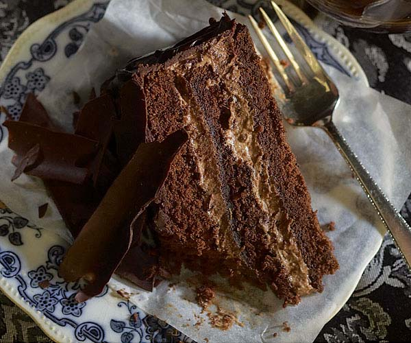 Layered Cake Recipes With Fillings: Chocolate Layer Cake With Cinnamon-Caramel Ganache Filling