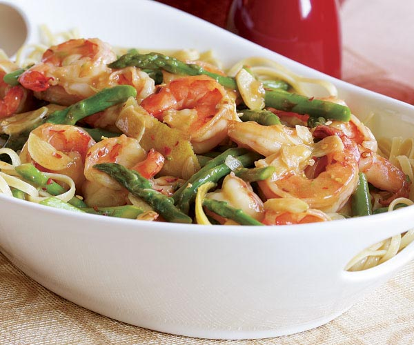 Hot Garlicky Shrimp with Asparagus & Lemon