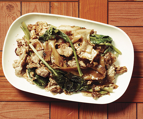 Phat Si Ew (Stir-Fried Rice Noodles with Pork, Chinese Broccoli & Soy Sauce)