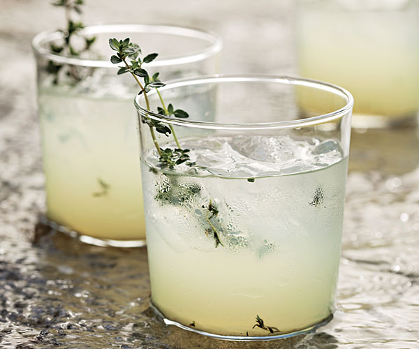 Grilled thyme in limoncello gin cocktail recipe