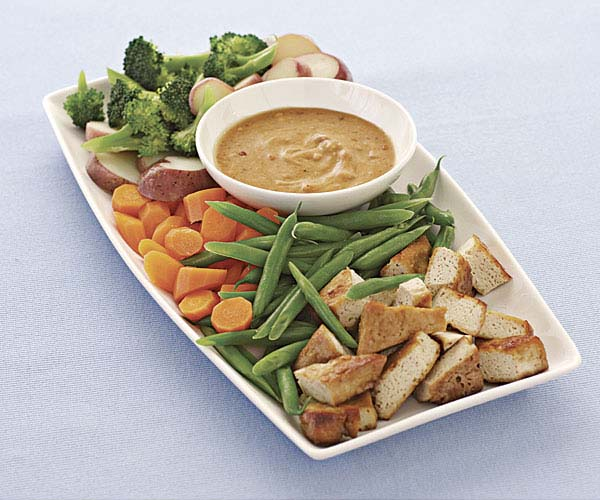 Vegetables and Tofu with Spicy Peanut Sauce
