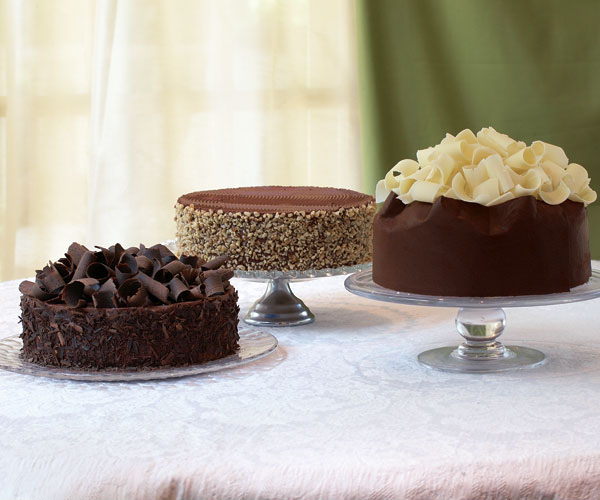 A spectacular chocolate mousse cake in three costumes - Mousse decoration ...