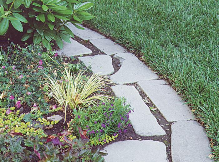tumbled bluestone lawn edging front-yard