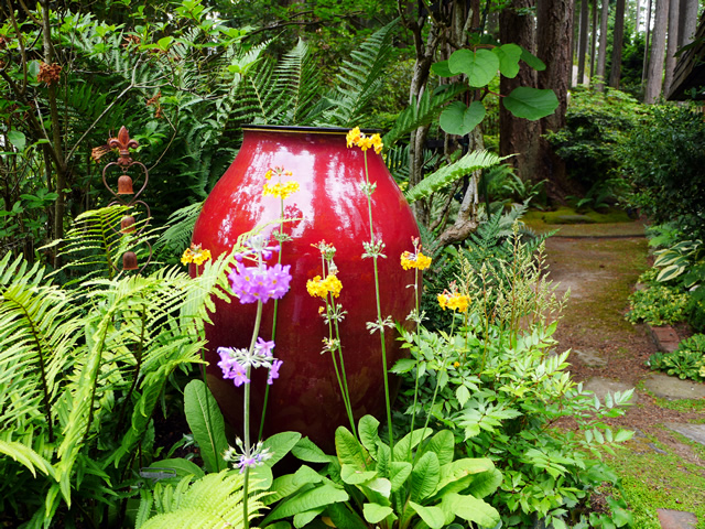 Etonnant A Lively U0026 Colorful Shade Garden In The Pacific Northwest   FineGardening