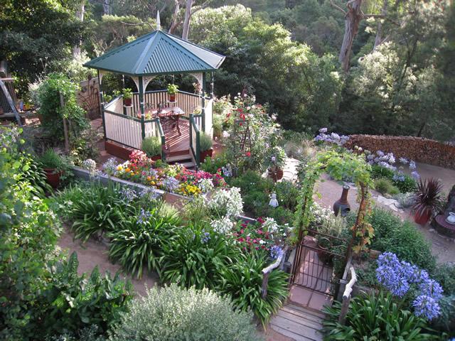 Charmant A Terraced Garden In Victoria, Australia