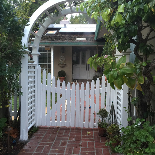 Oak Arbor Court: Stylish Solutions To Drought Conditions