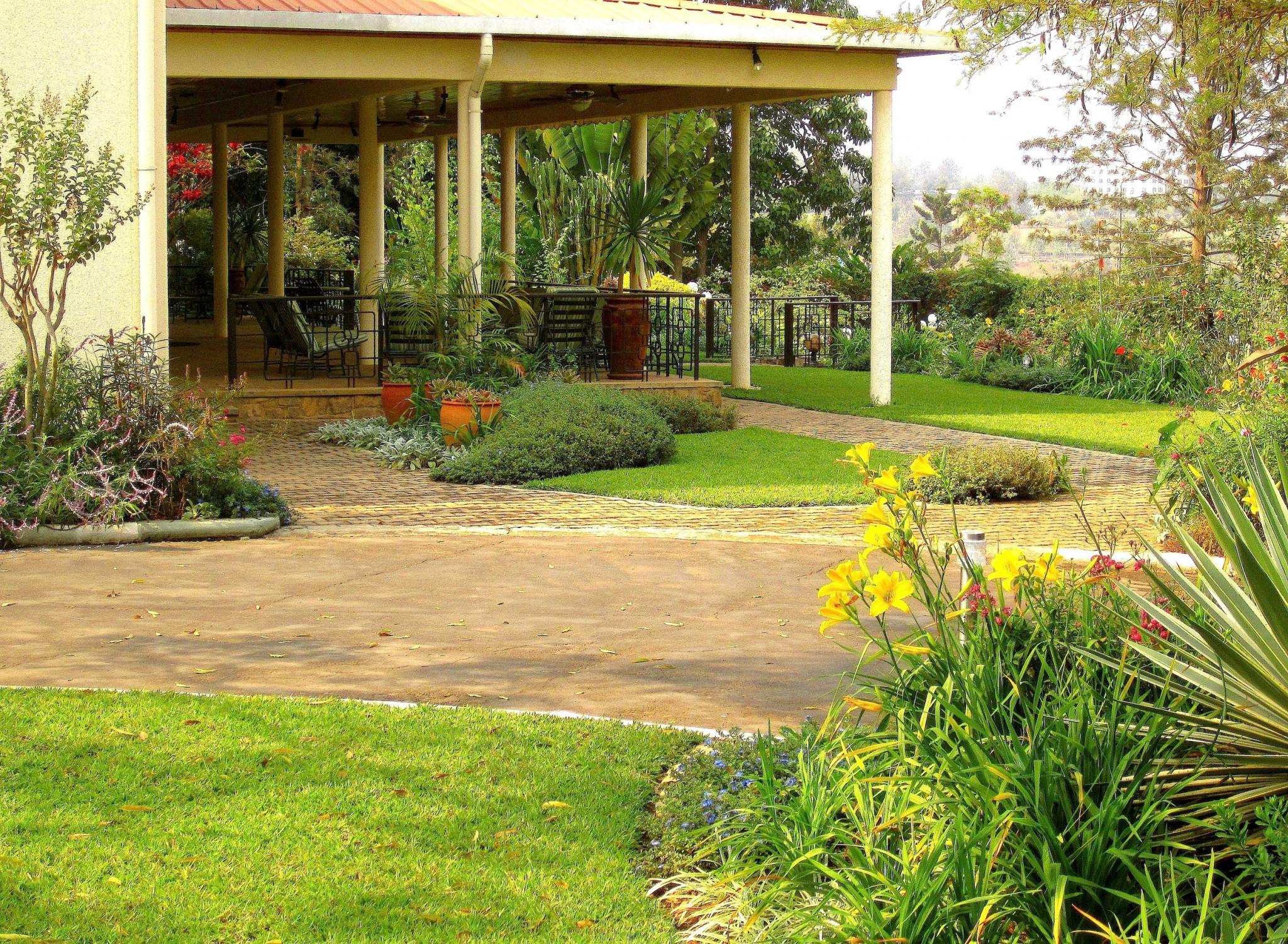 Saying goodbye to Cynthia\'s garden in Rwanda, Day 1 - FineGardening