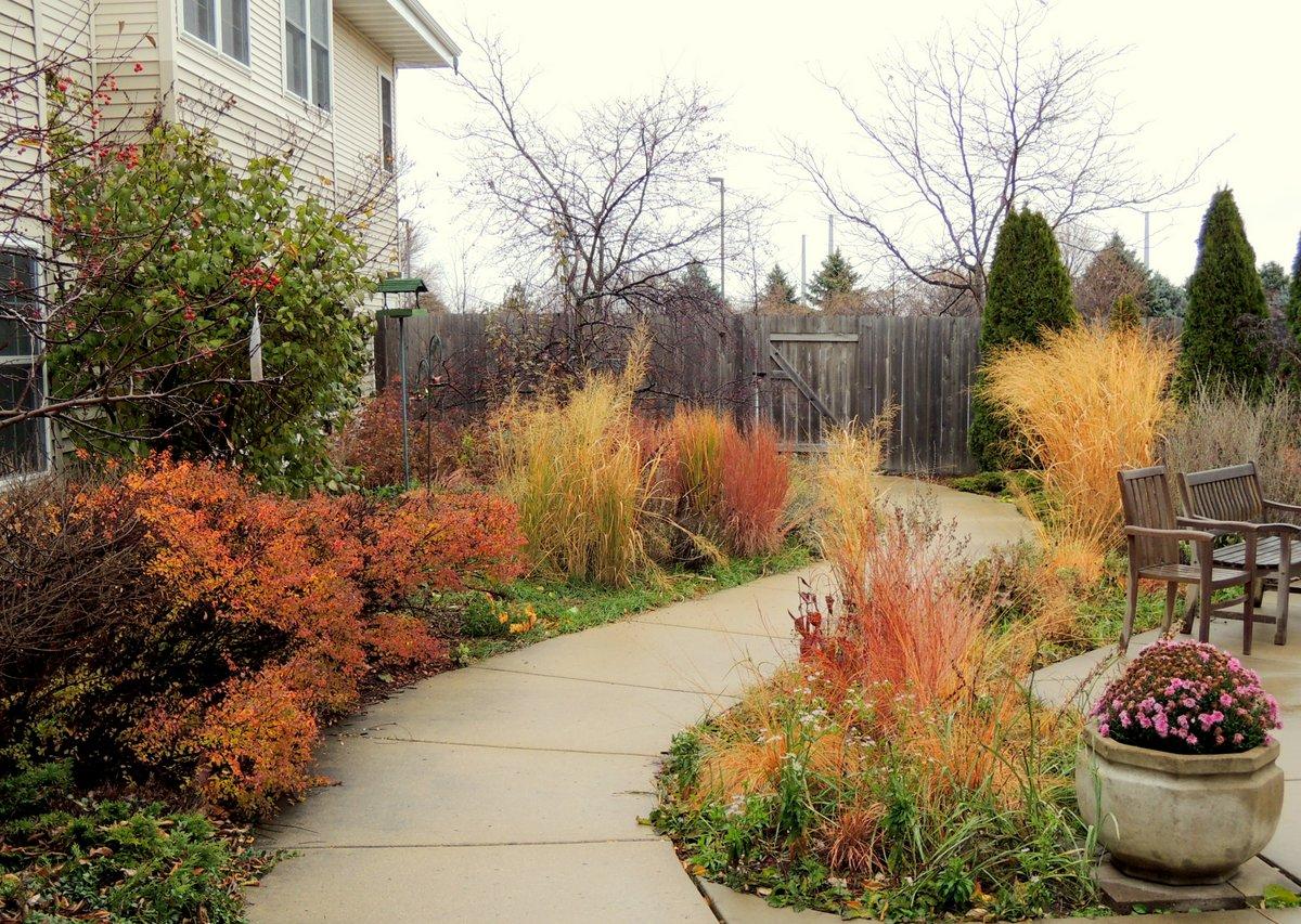 Fall at the gardens at Oakwood Village Prairie Ridge in Wisconsin ...