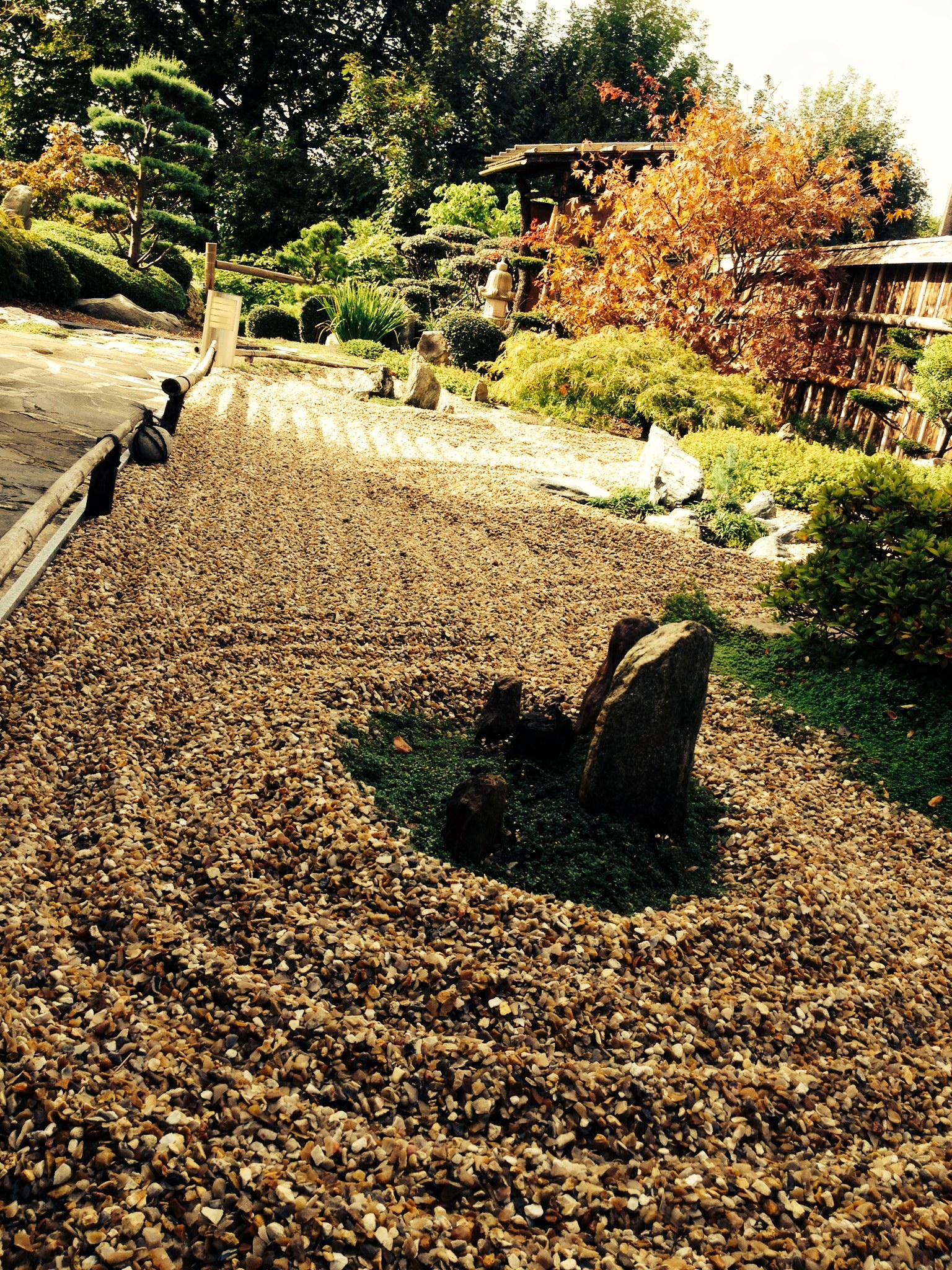 Gilles\' Japanese garden in France - FineGardening