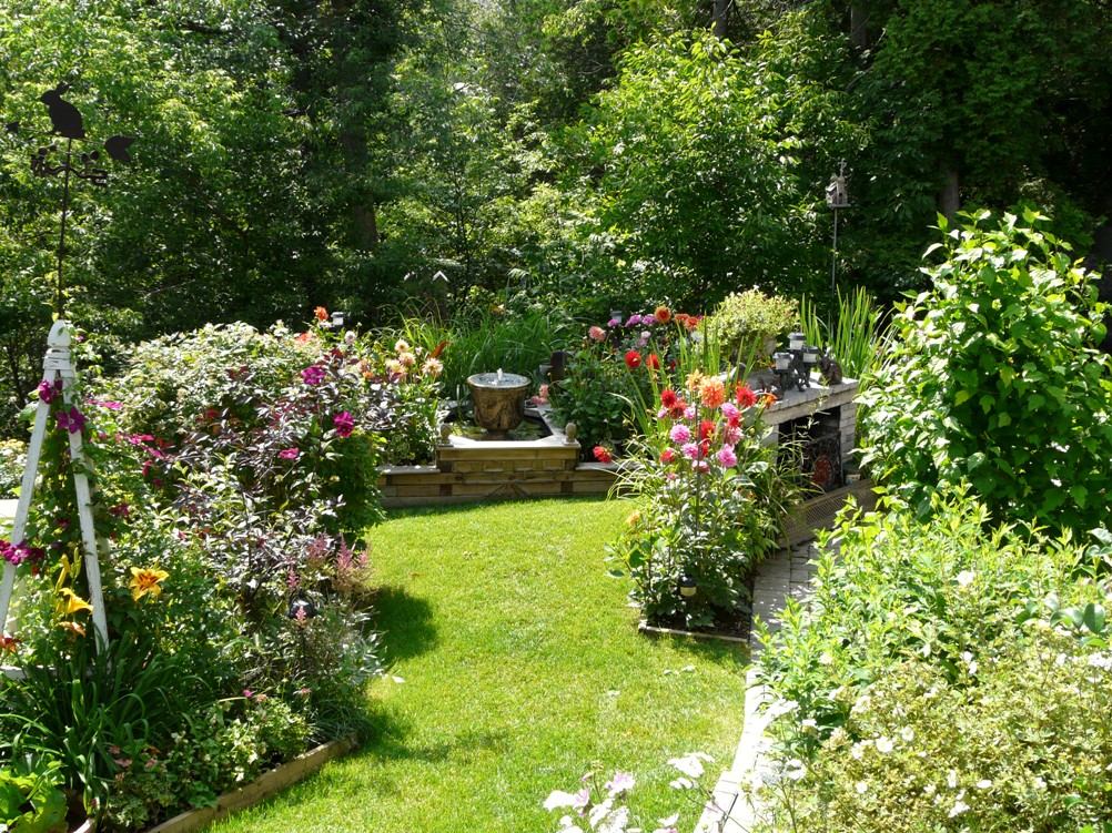 READER PHOTOS! John\'s garden in Ontario - FineGardening