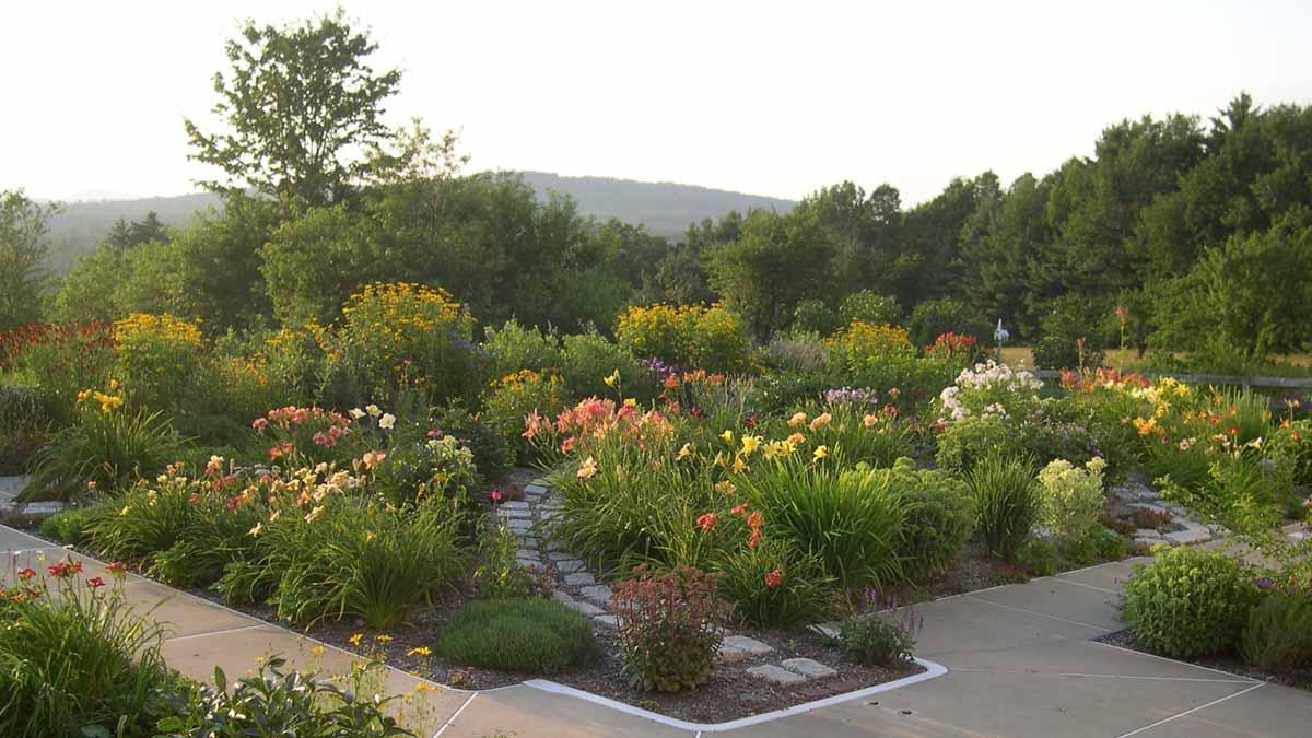 READER PHOTOS! Harriet\'s garden in Maine - FineGardening