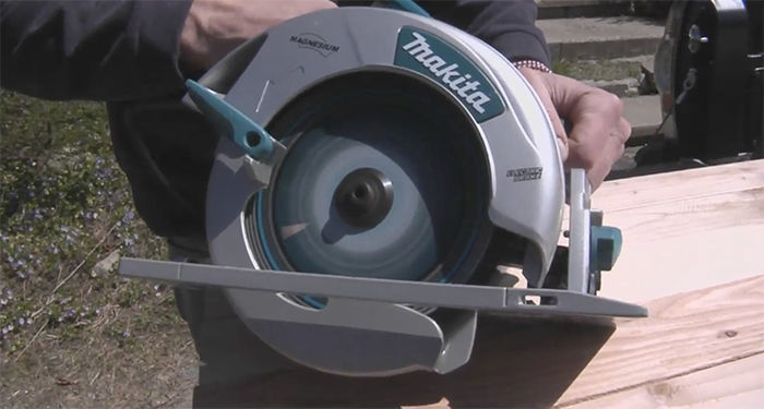 image of a sidewinder circular saw
