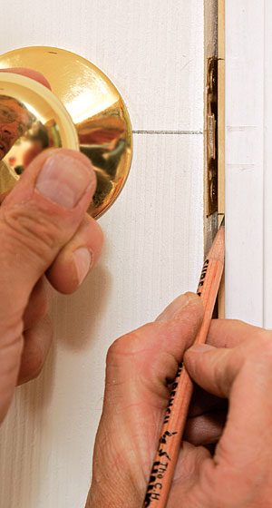 lign the strike with the latch. Close the door, and transfer the top and bottom edges of the latch plate to the door jamb.