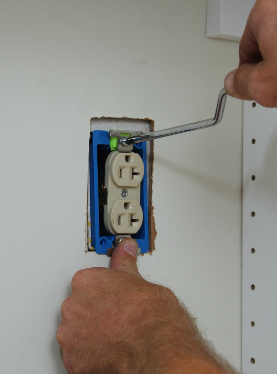 IMG_3086 Wiring New Outlet on
