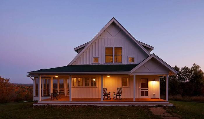 An Open Porch A Large Gable Simple Trim And 2 Over Windows Are All Hallmarks Of The Farmhouse Style