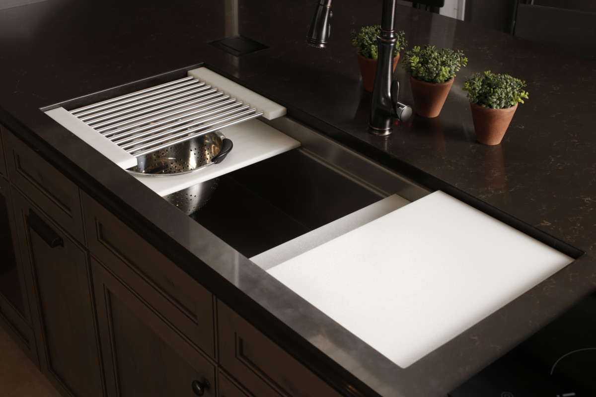 Merveilleux Matching White Resin Accesories On Ideal Workstation 4 Create A  Pulled Together Prep Station.
