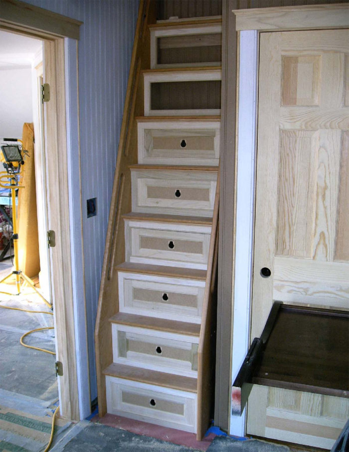 Uncomfortable Staircase inspired by Stepladder Unfinished