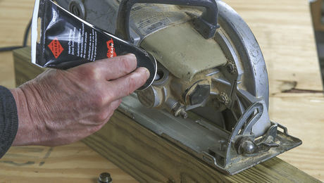How to change the oil in a worm drive saw fine homebuilding how to change the oil in a worm drive saw greentooth Choice Image