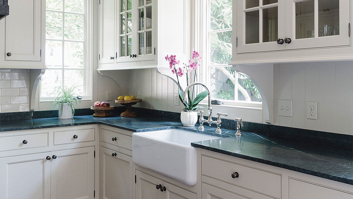 Make Smart Choices When Customizing Kitchen Cabinets