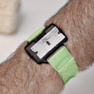 magnetic razor-blade bracelet