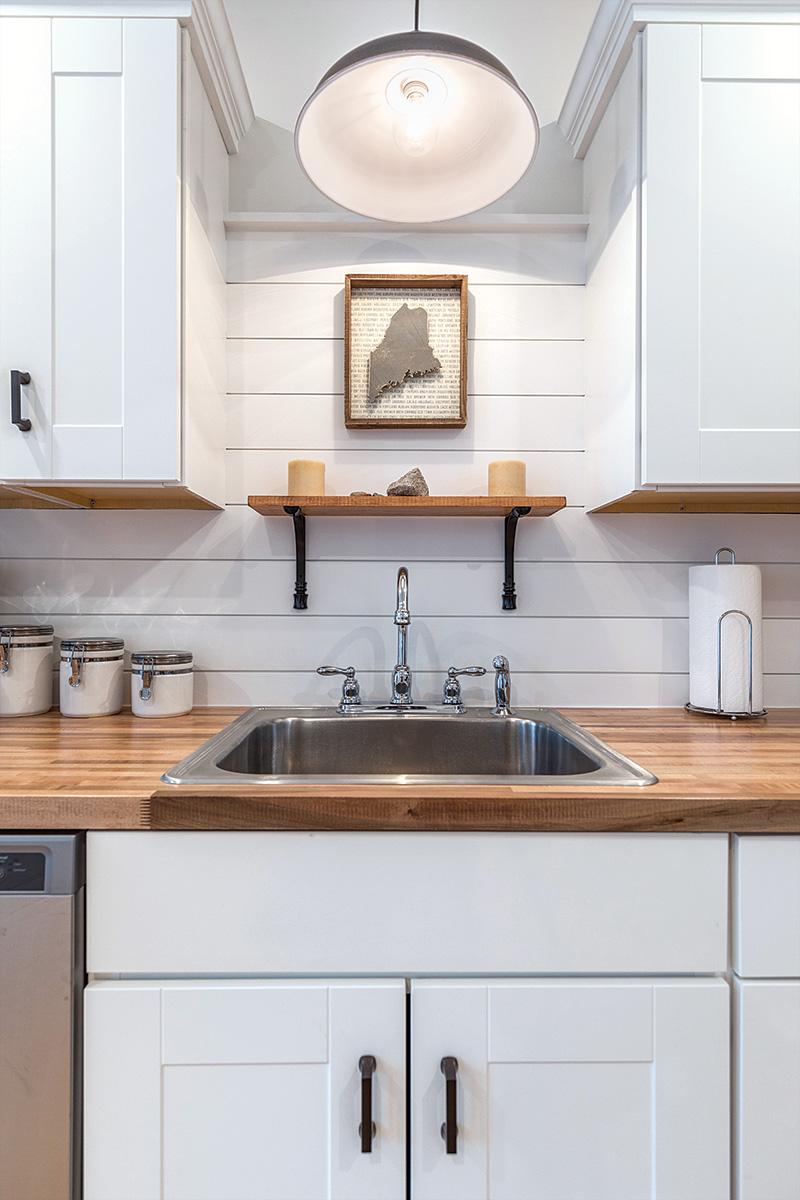 Simple kitchen sink